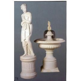 Podstavec pod Řeckou dívku  (vlevo pod sochou)
